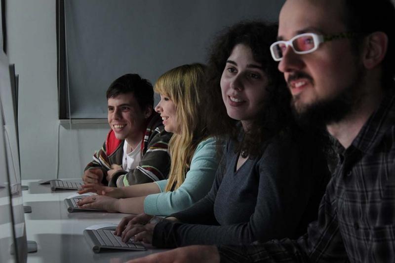 Multimedijalna labaratorija 310 - Petar, Kata, Ana i Dragomir